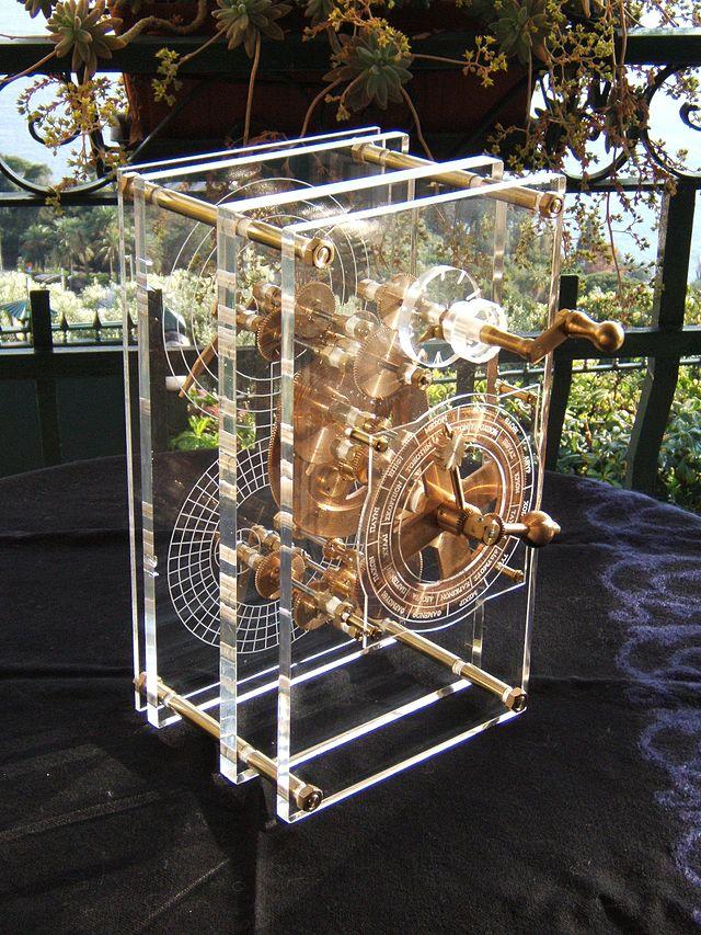 Antikythera model front panel Mogi Vicentini 2007 2000 let starý počítač byl nalezen ve vraku starověké lodi